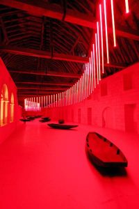 Die Abtei als Kunstraum - beeindruckende Licht-Installation