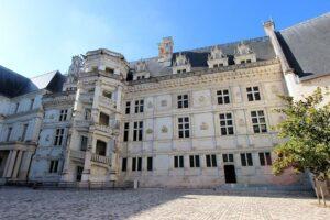 Château de Blois, Fassade und Treppenhaus