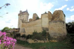 Burg Chinon, Torhaus und Uhrenturm