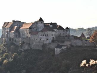 Burg zu Burghausen, Bayern - Blick über das Tal