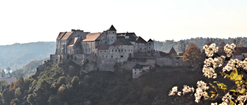 Burgenhausen-Bayern_1480_Blick-uebers-Tal