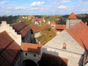 Burg zu Burghausen, Ansicht der gesamten Länge der Anlage von der Dachterasse aus