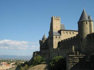 Stadtmauern von Carcassonne in der Sonne