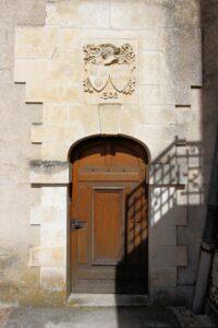 Château d'Azay-le-Ferron, kleine Seitentür mit Wappen