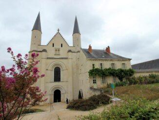 Portal / Eingang zum Hauptschiff der Kirche von Fontevraud