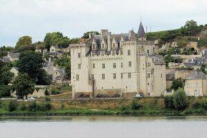 Schloss Montsoreau (Loireregion, Frankreich), vom gegenüberliegenden Flussufer gesehen