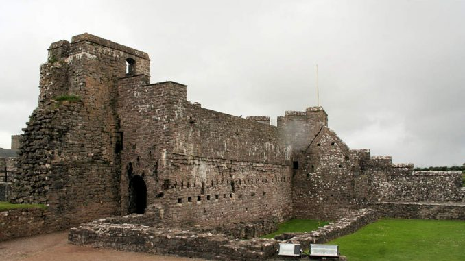 Pembroke-Castle-Wales_Palas