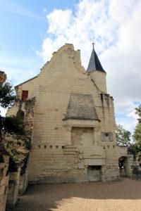 Burg Chinon, Kaminreste