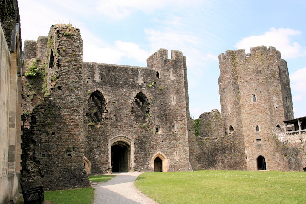 Caerphilly-Castle-Wales_0640_Innenhof