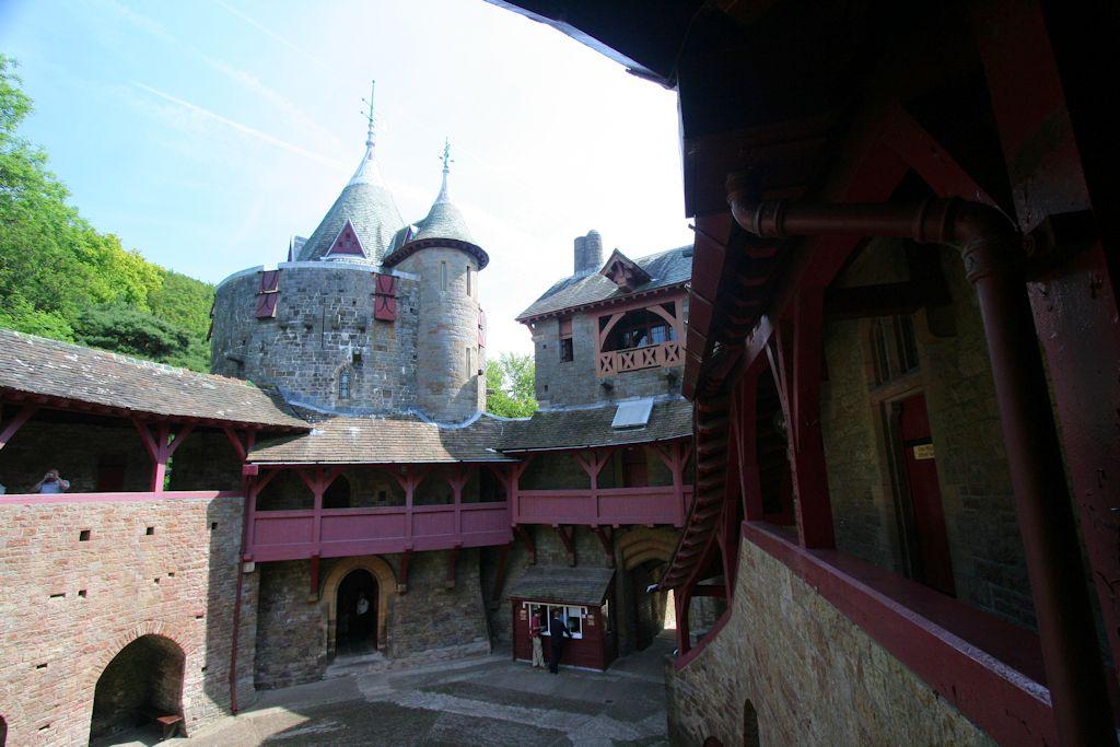 Castle-Coch_Innenhof-001_0619