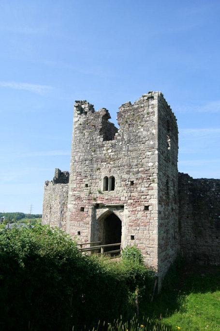 Coity-Castle-Wales_0584_gatehouse-aussen
