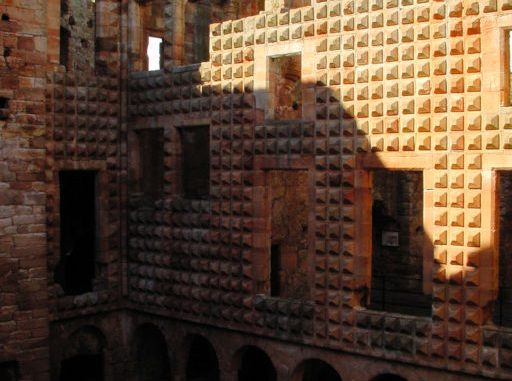 Crichton-Castle-Schottland_0099_Fassade