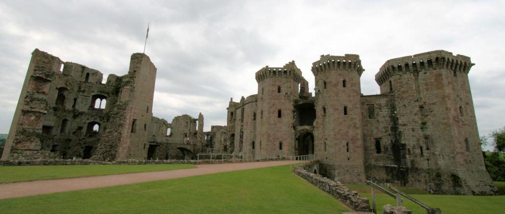 Raglan-Castle-Wales_0705_kv