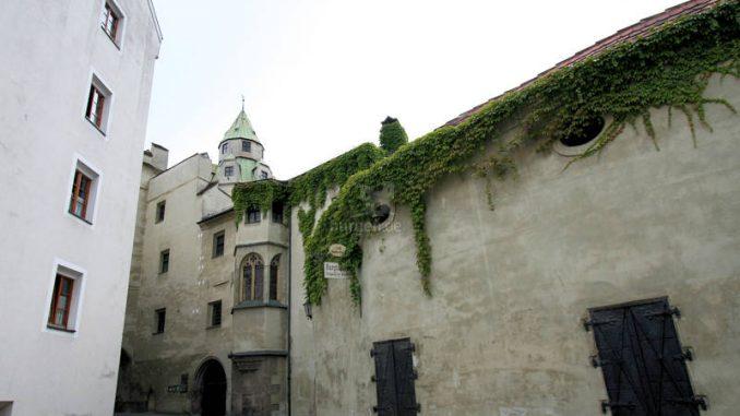 Burg-Hasegg_4703_Seitenmauer