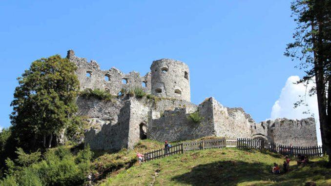 Burg-Reutte_Aufgang_2929