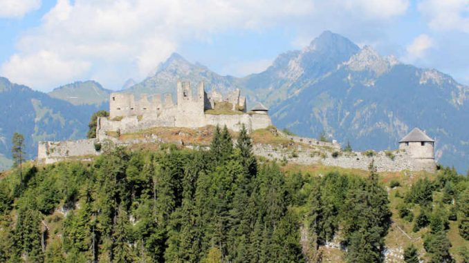 Burg-Reutte_Panorama_2916