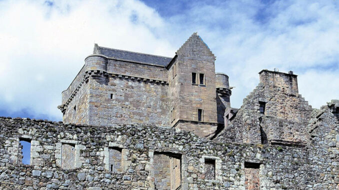 Castle-Campbell_001_historic-scotland