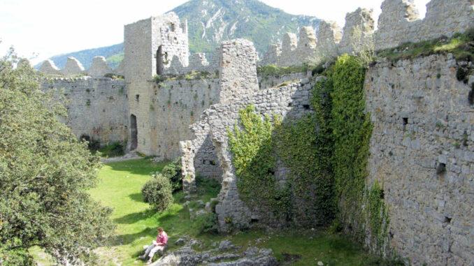 Chateau-Puilaurens_5788_Innenhof-vom-Turm-aus