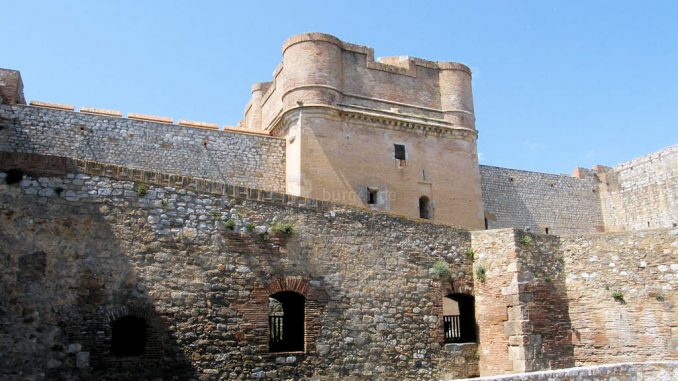 Chateau-Salses_4530_Innenhof-2
