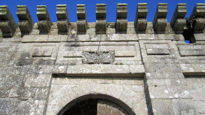 Chateau-de-Kerjean_0702_Wappen-Torhaus