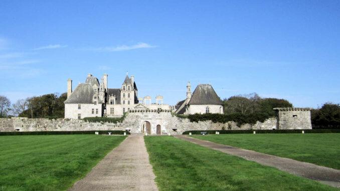 Chateau-de-Kerjean_0776_Frontalansicht