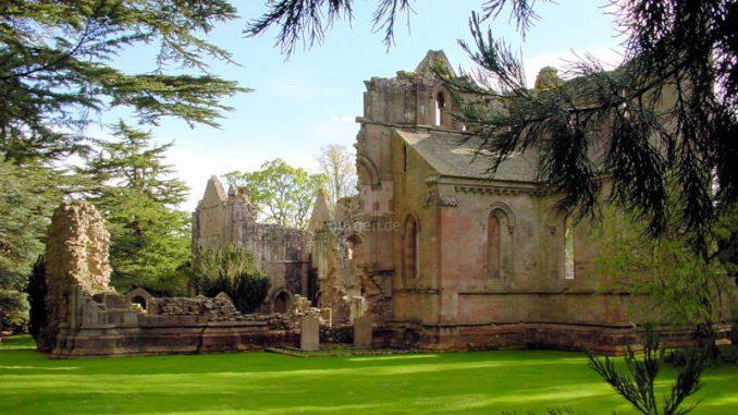 Dryburgh-Abbey_0119_Seitenansicht