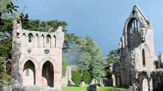 Dryburgh-Abbey_0128_kv