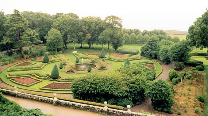 Dunrobin-Castle_0004_Gartenanlagen-02