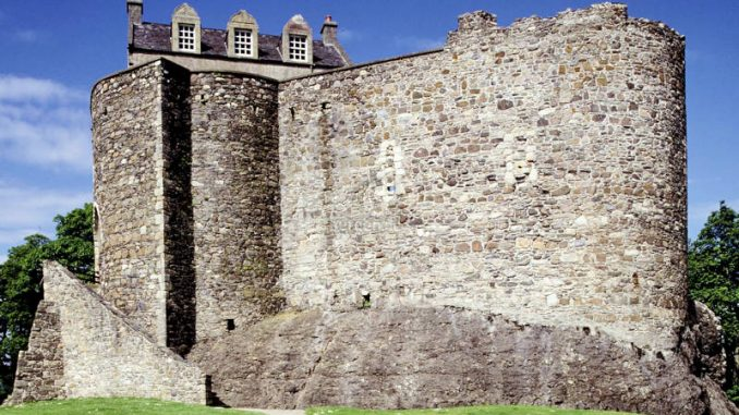 Dunstaffnage-Castle_001_historic-scotland