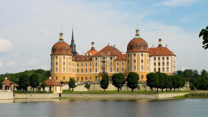 Schloss-Moritzburg_0002_Seitenansicht