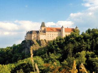 Imposante Seitenaufnahme Schloss Rosenburg