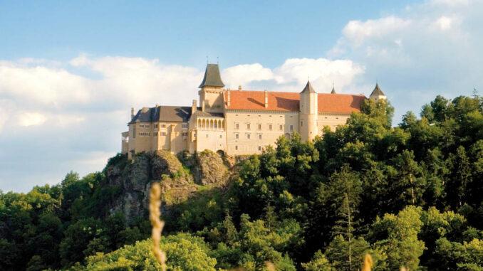 Schloss-Rosenburg_Gesamtansicht_Lichtstark-V5J8604