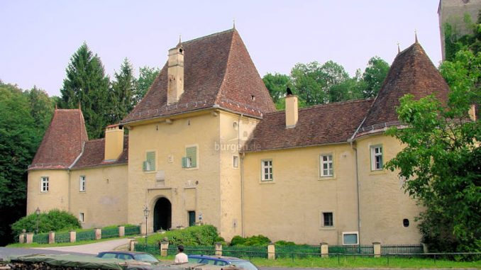 Schloss-Thalberg_0006_Torhaus