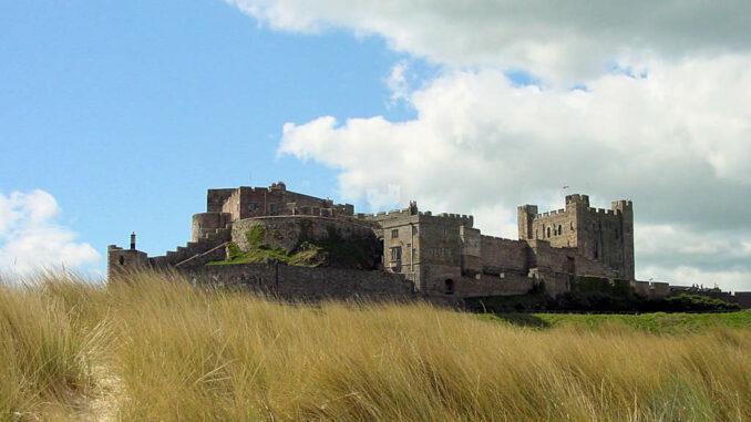 Bamburgh-Castle_0046_Blick-vom-Strand