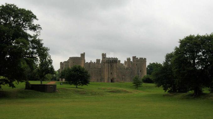 Bodiam-Castle_0356_Frontal-aus-dem-Park