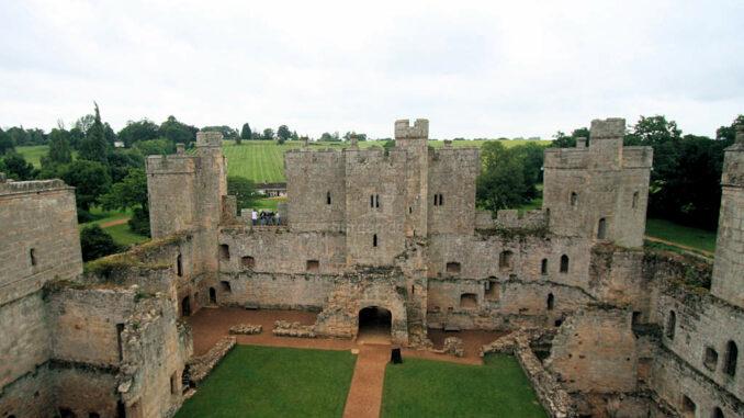Bodiam-Castle_0369_Blick-von-oben