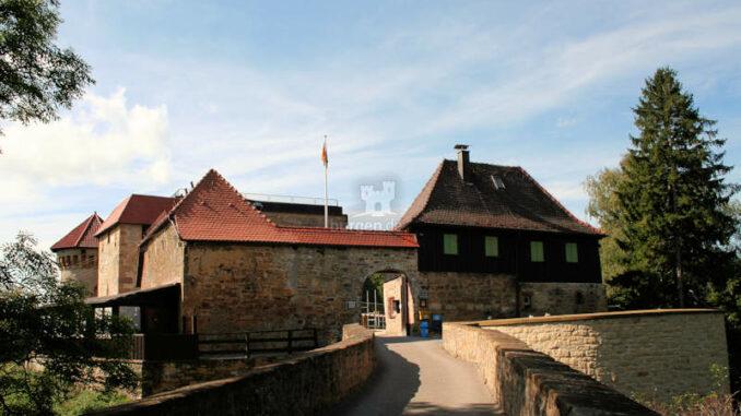 Burg-Hohenrechberg_2086_Torhaus-Vorderseite