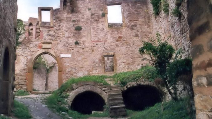Burg-Hornberg_Innenhof