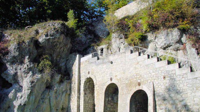 Burg-Scharzfels_Treppenaufgang_0011