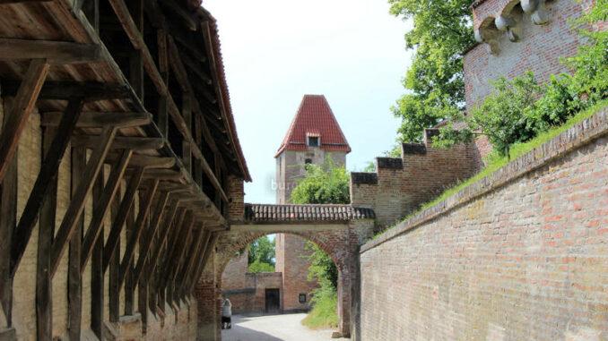 Burg-Trausnitz_4251_erstes-Torhaus