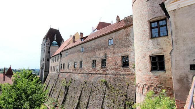 Burg-Trausnitz_4269_innerer-Graben