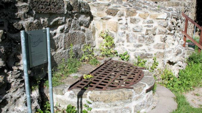 Burg-Weibertreu_3815_Brunnen