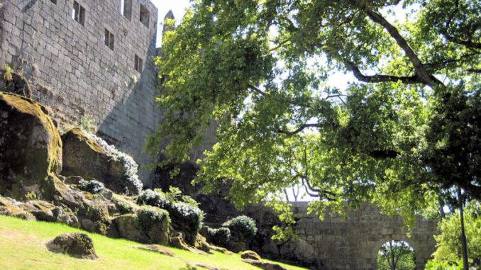 Castelo-de-Guimaraes_7827_kleines-Tor