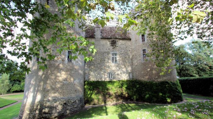 Chateau-Guillaume_6307_Details-im-Sonnenschein