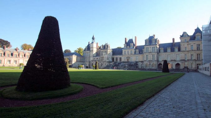Chateau-de-Fontainebleau_9190_Fronteingang