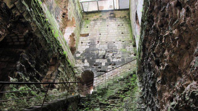 Chateau-de-Loches_5843_Zitadelle-innen