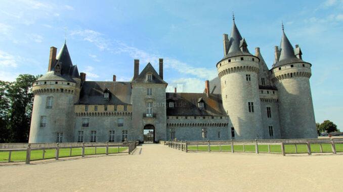 Chateau-de-Sully-sur-Loire_7454_frontal