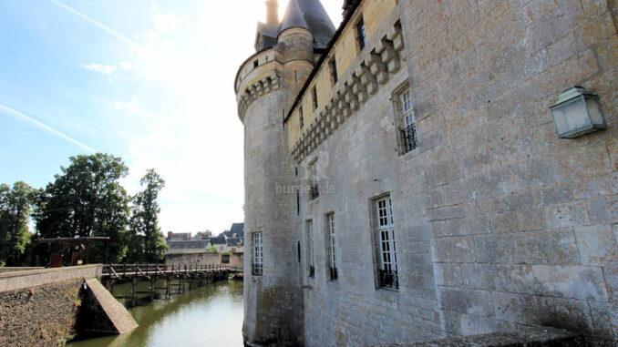 Chateau-de-Sully-sur-Loire_7457_Haupteingang