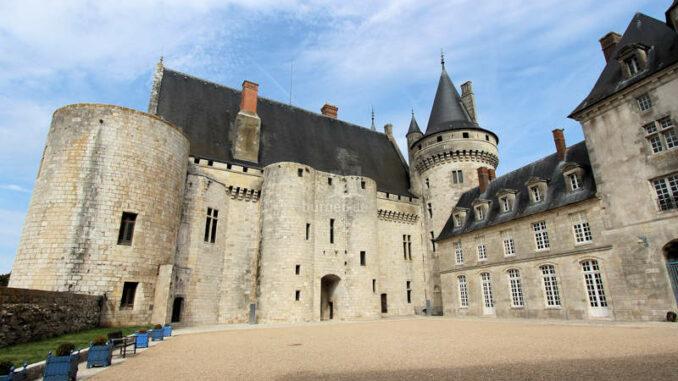Chateau-de-Sully-sur-Loire_7490_Innenhof
