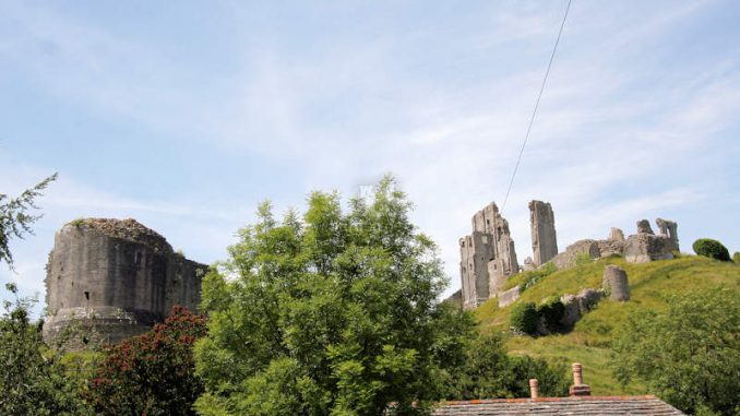 Corfe-Castle_1331_Blick-vom-Dorf